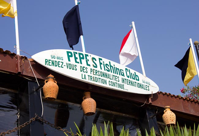 Sign reading: Pepe's Fishing Club: Rendez-vous des personalites internationales.